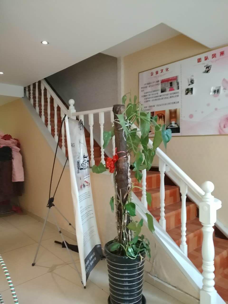 二环  鹏润家园  一层大复试,带花园,带车库  209平 低价位售