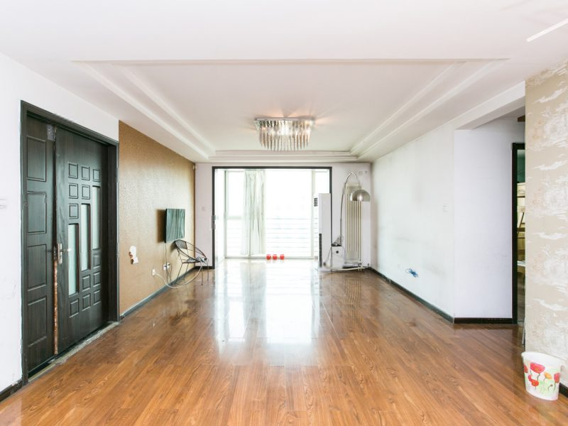 怡海花园六期 高楼层视野开阔两居室(已改成三居)