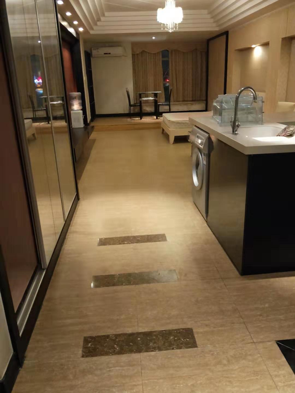 70年产权公寓带学位    万达旁地铁口物业  带租家私电器  低首付