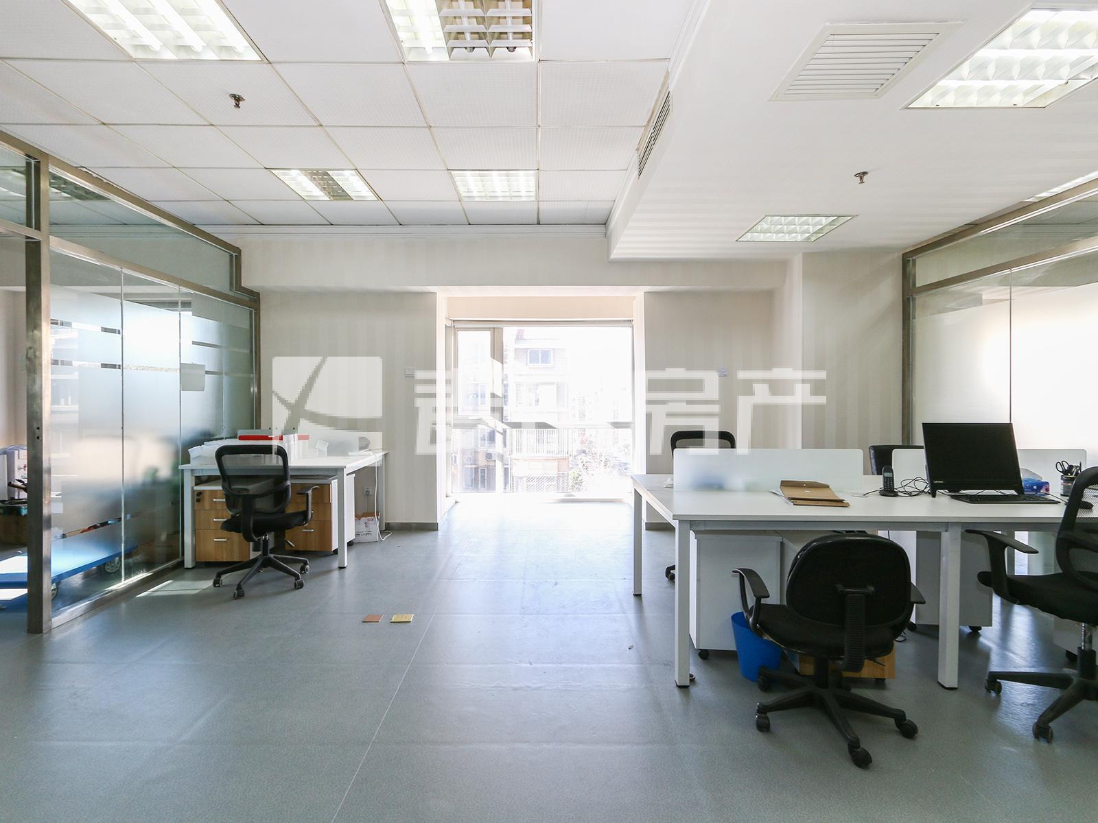 博泰国际单价3.8万 租1.5万 可住可公用 房子西南向 配套完善