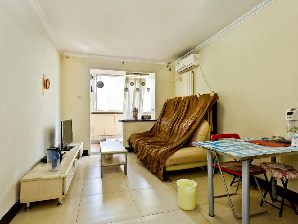 宝盛里 中间层南向一居室 满五年  低总价