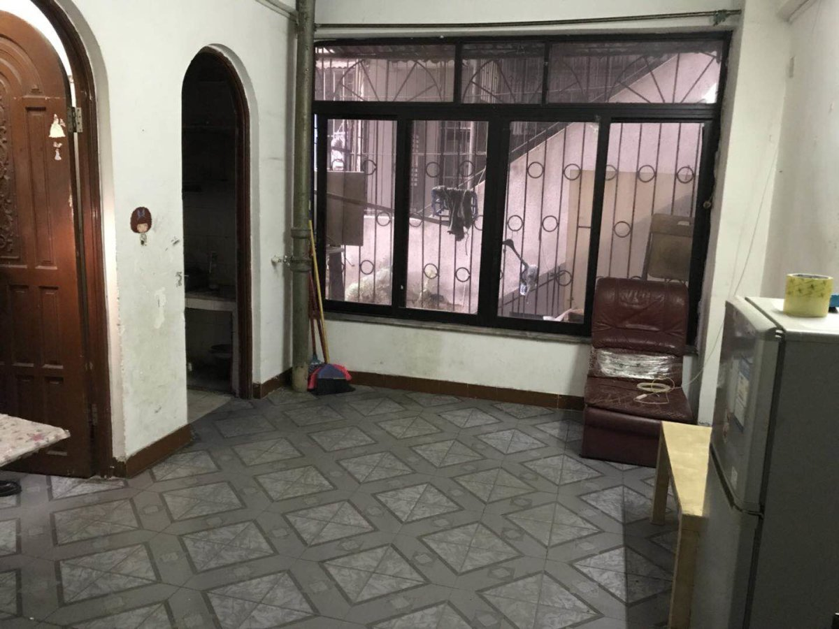 越秀区朝天路崔府街小区 中层正规一房一厅 省级朝 位近地铁