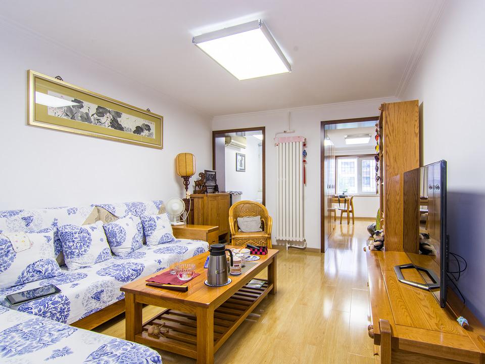 万达广场 旅游新村 2室1厅 380万 满五年