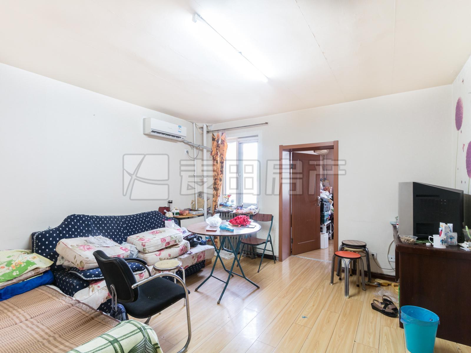马连洼+菊园+2层+满五年+看房预约+里面是租户+中间位置+房源