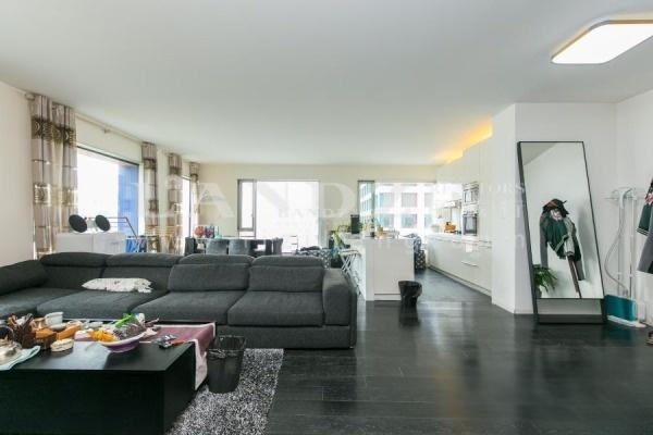 高层2居室,低于市场价格成交,落地观景窗 业主置换大户型