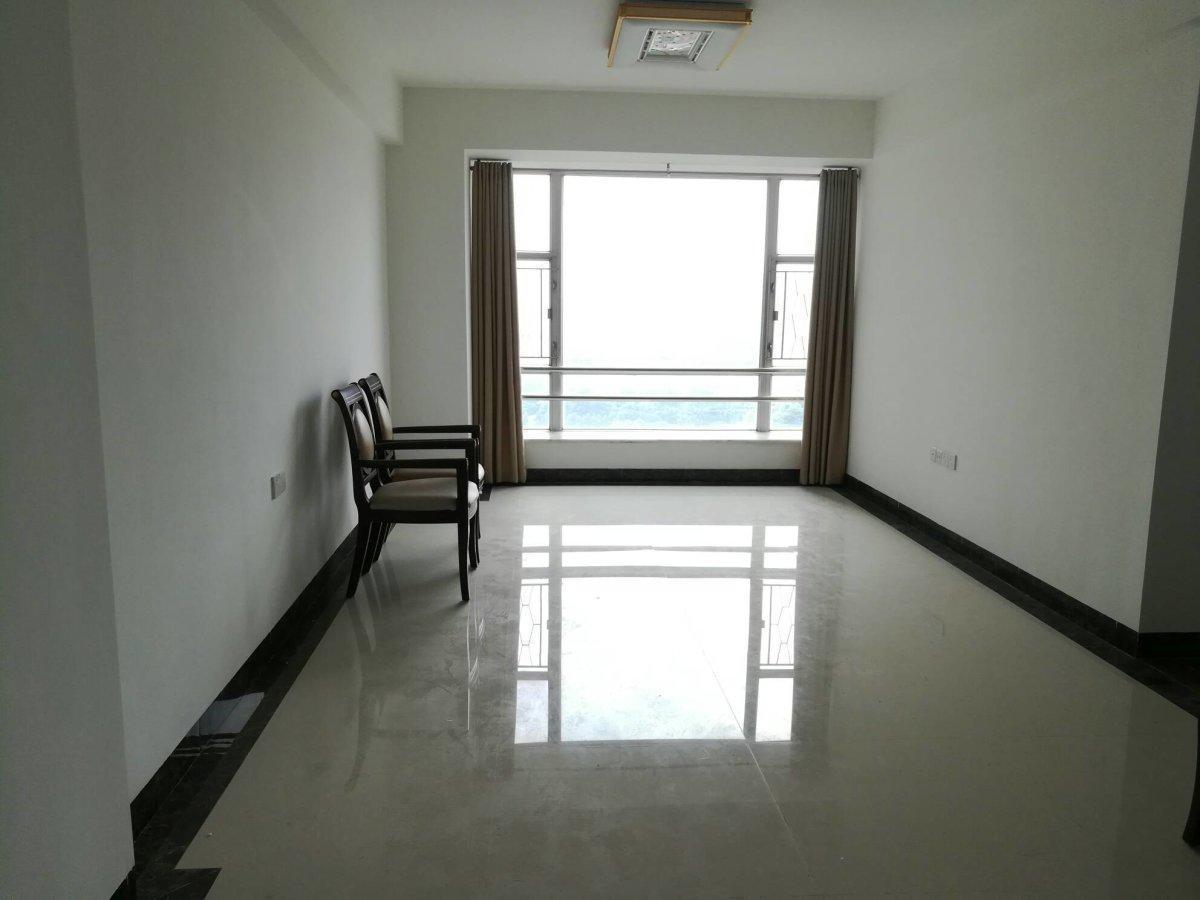 东湖御苑 东南向B单位 三房一厅 宽敞明亮 一线望江