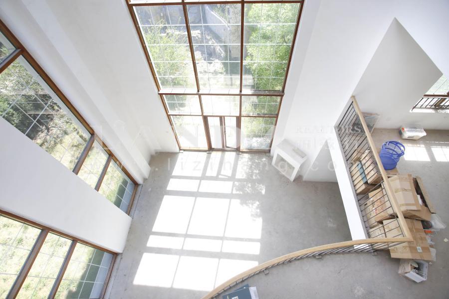别墅 低于一手4000万 10米挑高客厅,客厅直观水系,有景观露台。