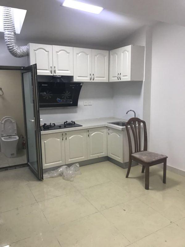 什刹海  平房精装修小复式格局 有卫生间带马桶 真实照片