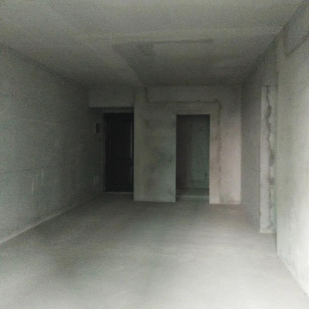 雅宝新城中间楼层  小三房   总价145万,即买即赚