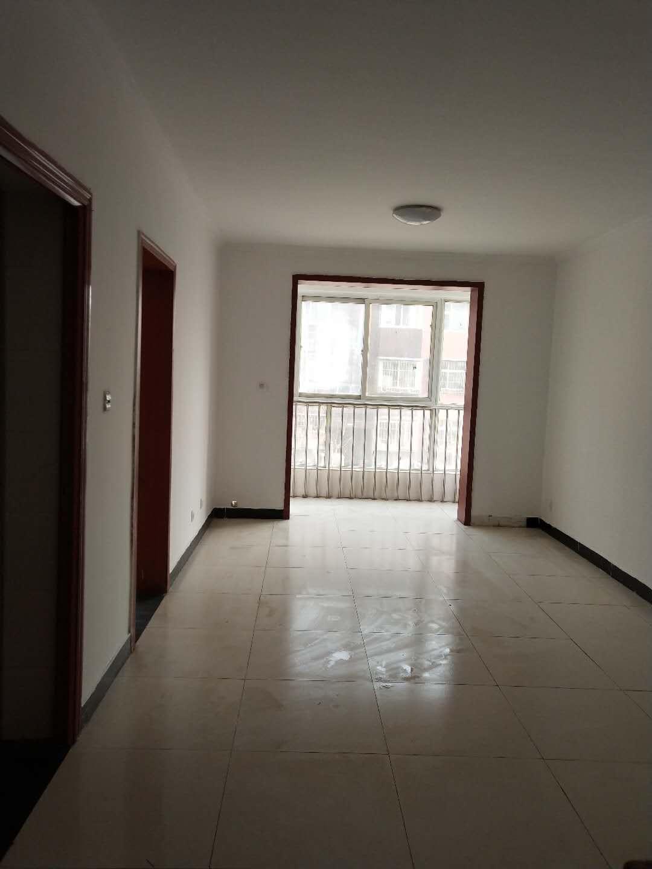 宏福苑东2000米、精装修一居室、交通方便、总价低.正规社区