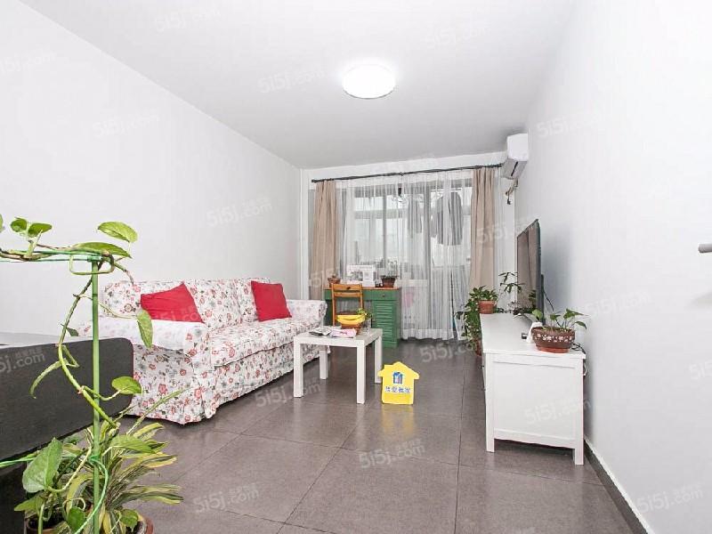 南小街新装 地铁两居室 附赠4平米