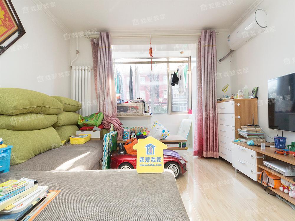 玉泉路地铁附近 中间楼层三居室 户型方正 全天采光无遮挡