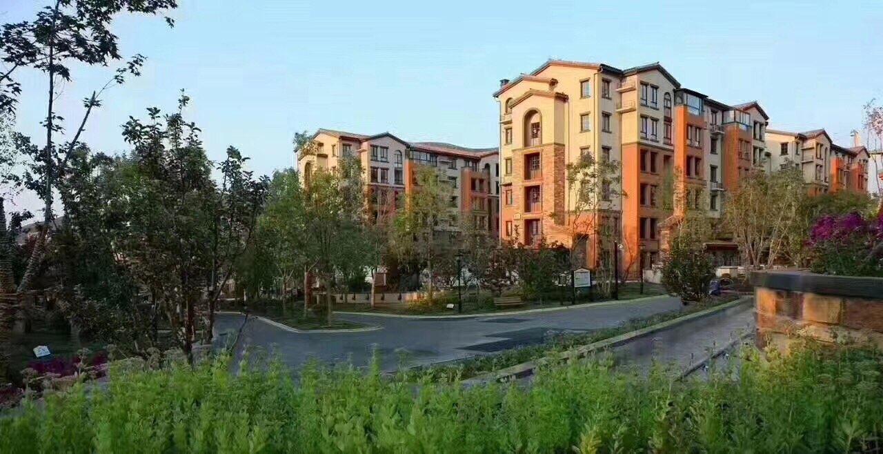 八达岭孔雀城、花园洋房、南北通透三居、一梯两户。
