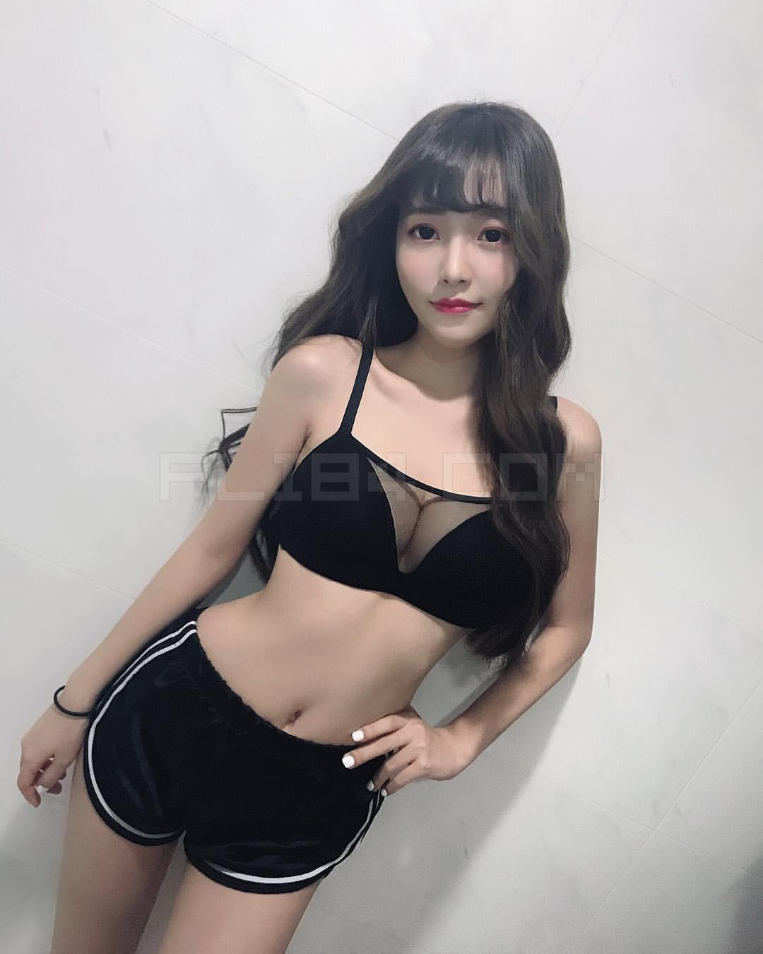 爆乳阳光美少女Bebe火辣性感曲线